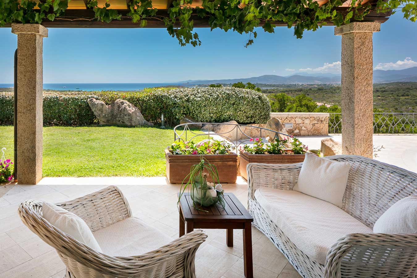 Villa Sarda - Mediterranien Real Estate with a swimming pool on Sardinia, Italia